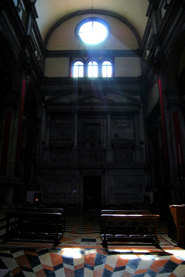 venice-churches-inside-light-window-streaming-architechture