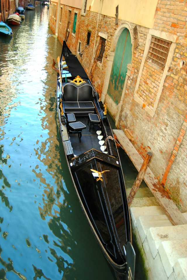 venice-italy-gondola-gold-filigree-canals-water