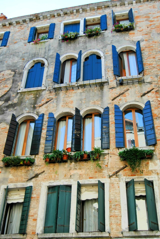 venice-italy-windows-arcitecture-buildings